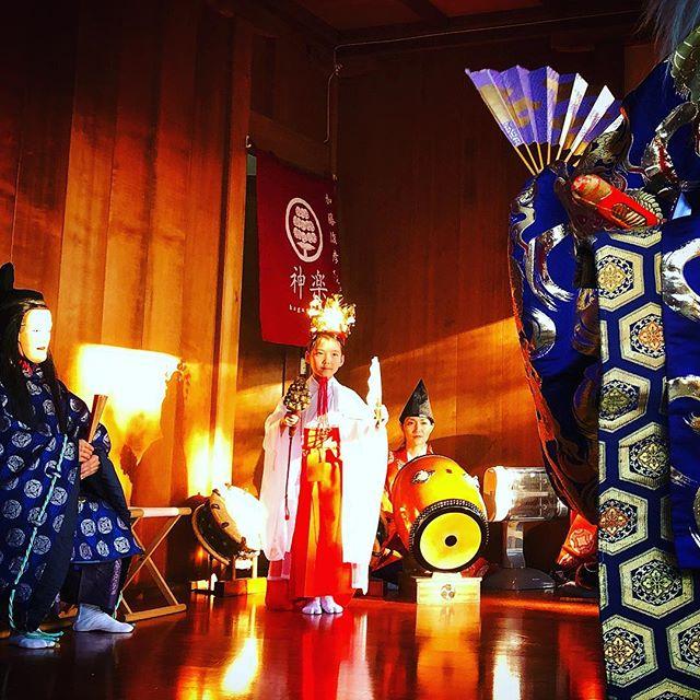 明けましておめでとうございます。今年も逃げ恥で話題の篠原八幡神社。演目は天孫降臨。#天孫降臨 #篠原八幡神社 #里神楽 #神楽