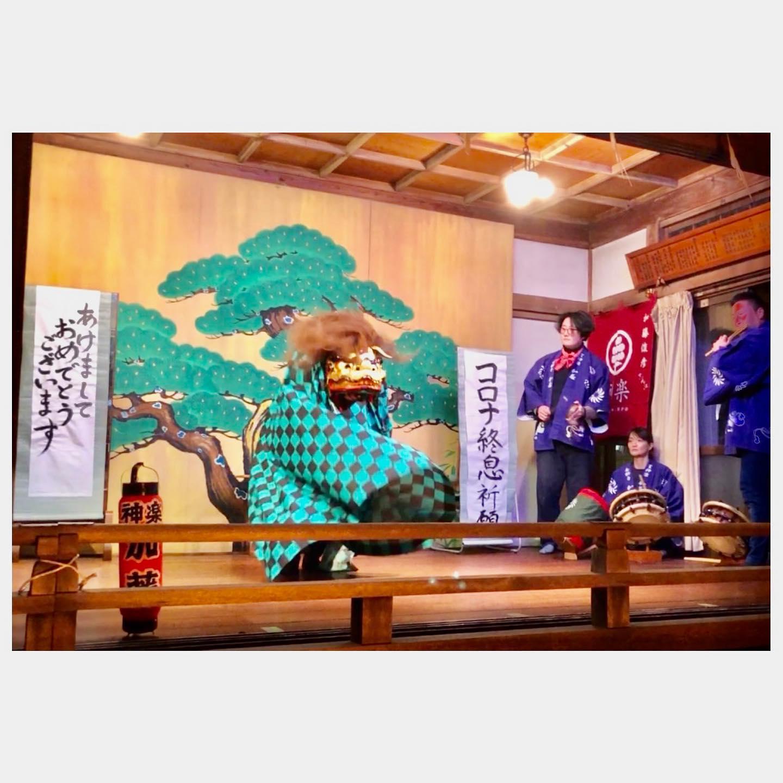 .明けましておめでとうございます大晦日は、東神奈川熊野神社にて。獅子舞に巷で話題の柄を取り入れてみましたら意外に馴染んでおりました。笑みんなの笑顔溢れる一年になりますように。本年もどうぞよろしくお願い申し上げます。#大晦日 #年越し #囃子 #獅子舞 #おかめ#鬼滅の刃 #竈門炭治郎 #竈門禰󠄀豆子